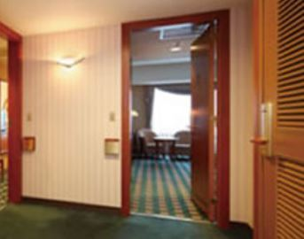 connecting  room.JPG